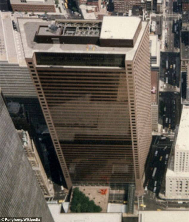 Третий небоскреб в Нью-Йорке – 47-этажная «Седьмая башня» торгового центра. Источник:  http://4.bp.blogspot.com/-Y3QfR7e4LN4/UE969E_zFuI/AAAAAAAAARg/Sjx04pUQ60g/s1600/WTC_7.jpg