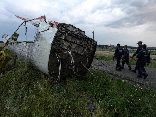 Украина. Место крушения Боинга 777. Рейс MH 17. Фото с места катастрофы не найдено ни единого фото хоть чего-то, похожего на кабину пилотов Боинга 777. Если, конечно, ополченец говорил не об этом фрагменте