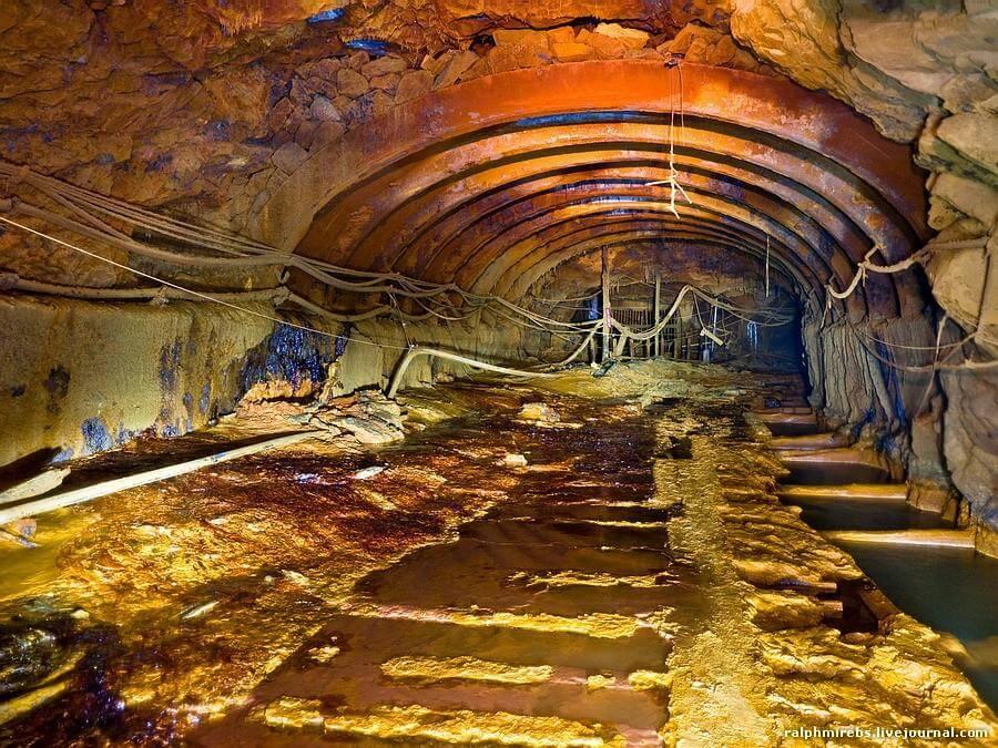 Тюбинги в шахте, в которую проник плывун