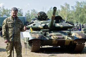 Петр Порошенко на фоне танка Т-64
