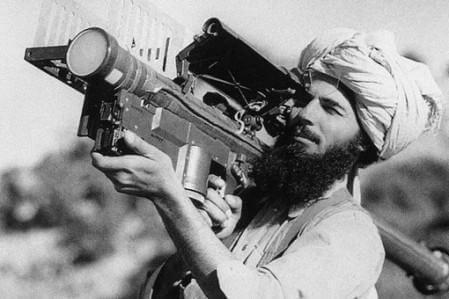Моджахед со «Стингером» во время боевых действий в Афганистане