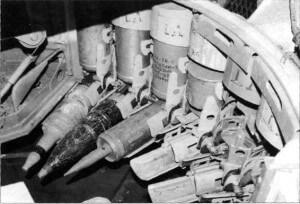 Ослабленная бортовая броня наложилась на дурацкий харьковский механизм заряжания. Видите — пороховые заряды у харьковчан стоят вертикально, вплотную друг к другу, образуя сплошной цилиндр как раз в районе верха борта танка под башней, не защищенного ничем, кроме тонкой брони, из-за малого диаметра катков ходовой части