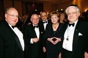В каких НПО состоит Ангела Меркель