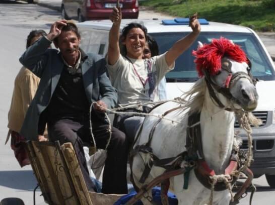 посмотрите на, кое-где уже снова появившуюся в Софии, конную тягу