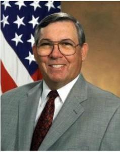 На снимке: Энтони Тетер, директор DARPA и сопредседатель Пентагоновского «Горного Форума» с июня 2001 года по февраль 2009 года