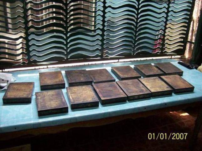 Ящики размером со стандартный печатный лист, вырезанные из цельного куска дерева