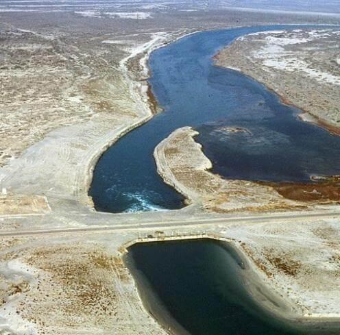 Отгороженный залив Кара-Богаз-Гол на КаспииОтгороженны залив Кара-Богаз-Гол на Каспии