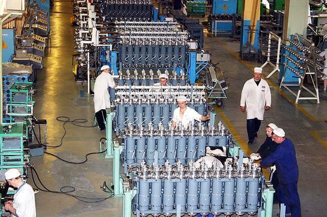 На Уральском электрохимическом комбинате /УЭХК, предприятие «Росатома» г. Новоуральск, Свердловская область/ в 2013 году ввели в эксплуатацию первый блок газовых центрифуг девятого поколения